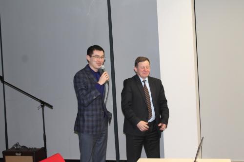 Prezes Piotr Guzowski i przedstawiciel ambasady Kazachstanu